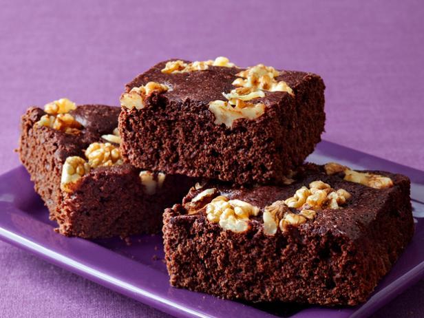 Фото Шоколадное пирожное «Брауни» с цельнозерновой мукой