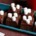 Брауни с горячим шоколадом и маршмэллоу