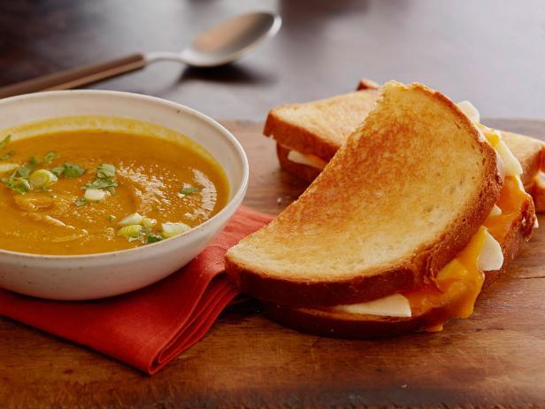 Фото Тыквенный суп-пюре с карри и сэндвичем с яблоком