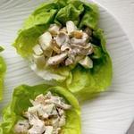 Куриный салат с изюмом и карри