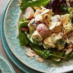 Куриный салат с виноградом и карри