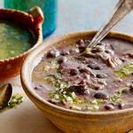 Суп-пюре чесночно-фасолевый со свиными ребрышками по-карибски