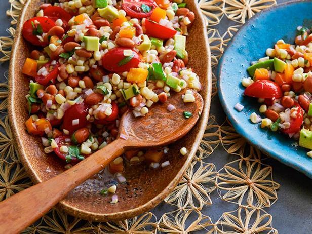 Кукурузный салат с фасолью