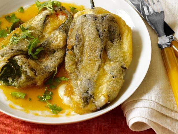 Чили рельенос (фаршированный перец чили)