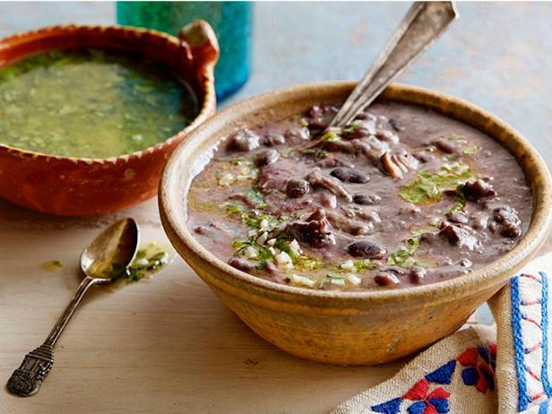 Суп-пюре чесночно-фасолевый со свиными ребрышками