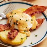 Яйца «Бенедикт» с сырным соусом (бутерброд)