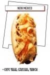 хот-дог с соусом чили, сметаной, чипсами