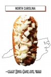 хот-дог с капустным салатом Коул Слоу, луком и чили