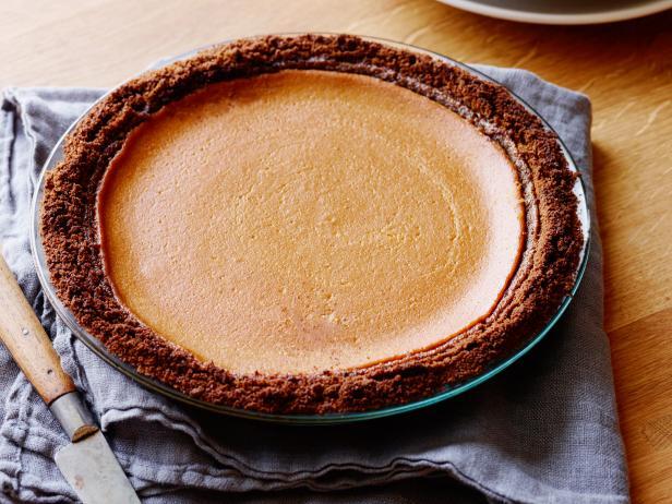 Фото Открытый тыквенный пирог с коржом из имбирного пряника
