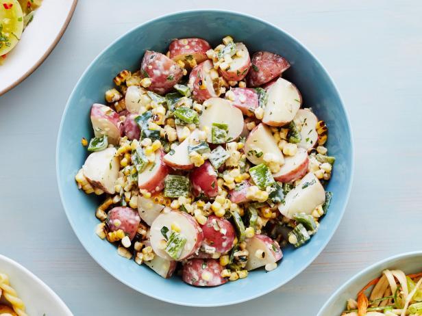 Фото Картофельный салат с кукурузой и перцем