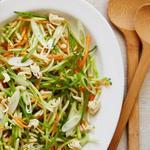 Салат из капусты брокколи с лапшой по-азиатски