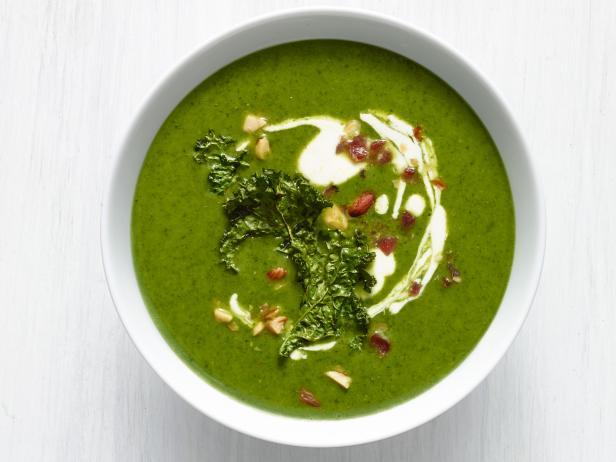 Фото Картофельный суп-пюре с капустой кале и беконом