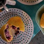 Булочки с творожным сыром и ягодами