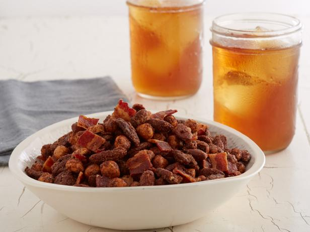 Фото Чай с пряными орешками с беконом