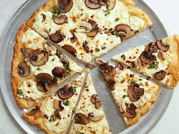Фото Безглютеновая пицца с грибами и рикоттой