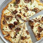 Безглютеновая пицца с грибами и рикоттой