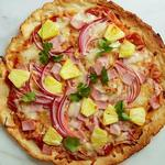 Фото Безглютеновая пицца с ветчиной и ананасами
