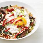 Жареный рис с яйцом и стейком