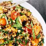 Теплый салат с полбой (фарро) и кукурузой