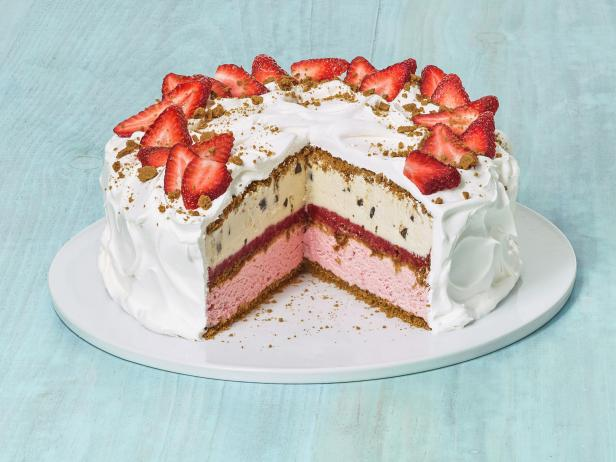 Фото Клубничный торт-мороженое с цельнозерновым печеньем