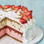 Клубничный торт-мороженое с цельнозерновым печеньем