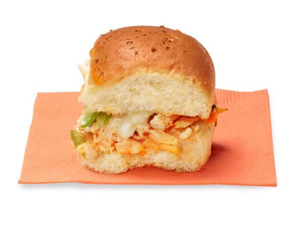 Фото Мини-сэндвичи с курицей и соусом буффало
