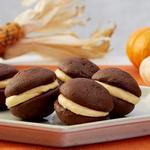 Пряные тыквенно-шоколадные печенья-сэндвичи «Вупи пай»