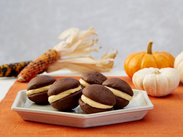 Фото Пряные тыквенно-шоколадные печенья-сэндвичи «Вупи пай»