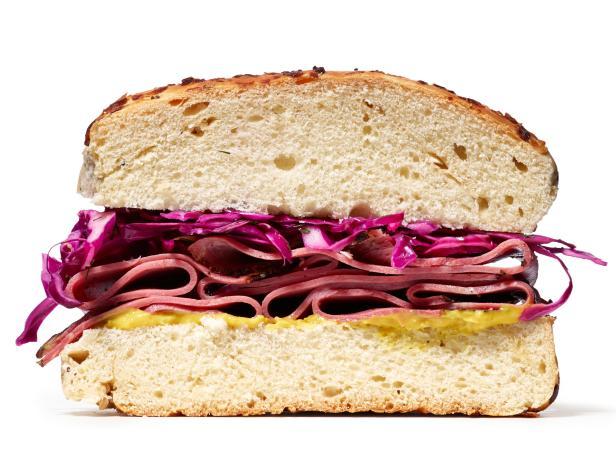 Сэндвич с пастромой и капустой (№2)
