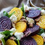 Салат из жареной свеклы с грецкими орехами в глазури с козьим сыром