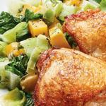 Хрустящие куриные бедра с тыквой и салатом эскариоль