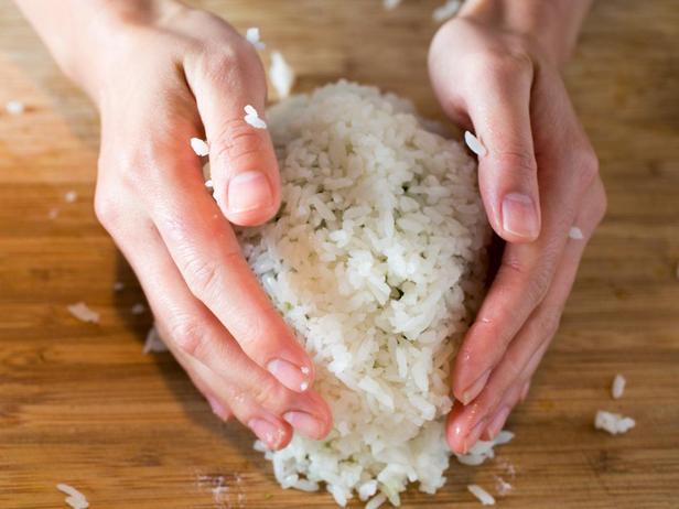 Облепите орех рисом