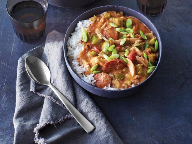 Фото Быстрый суп гамбо с курицей-гриль