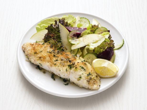 Фото Запеченная рыба с салатом из свеклы и яблок