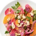 Легкий салат из свежей свеклы и апельсина с сыром