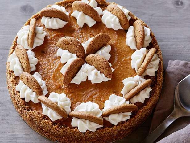 Тыквенный пирог с основой из имбирного печенья с имбирным кремом