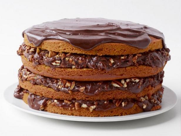 Орехово-тыквенный торт с шоколадной глазурью