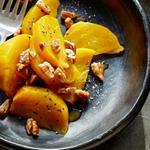 Теплый салат из апельсина и свеклы с кленовым сиропом