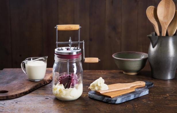 Фото Домашнее сливочное масло в маслобойке
