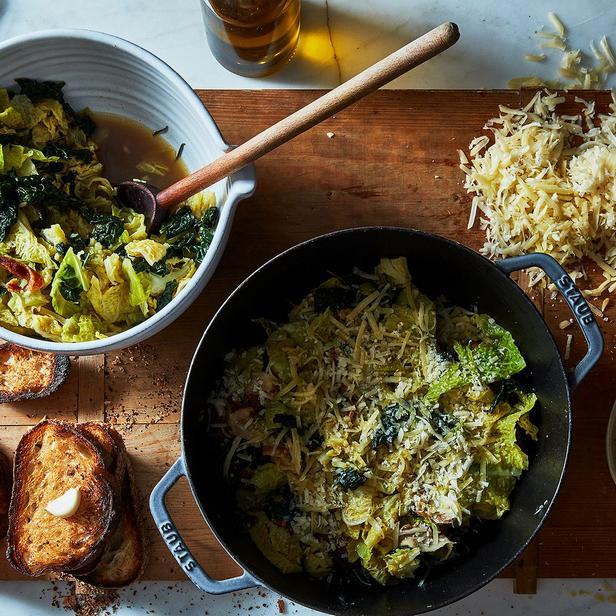 Фото Итальянский хлебный суп с капустой и маслом шалфея от Джейми Оливера