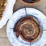 Бабл энд сквик - жаркое из капусты и картофеля с сосисками и луковой подливкой от Джейми Оливера