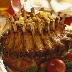 Корона из свиных ребер с кукурузным хлебом