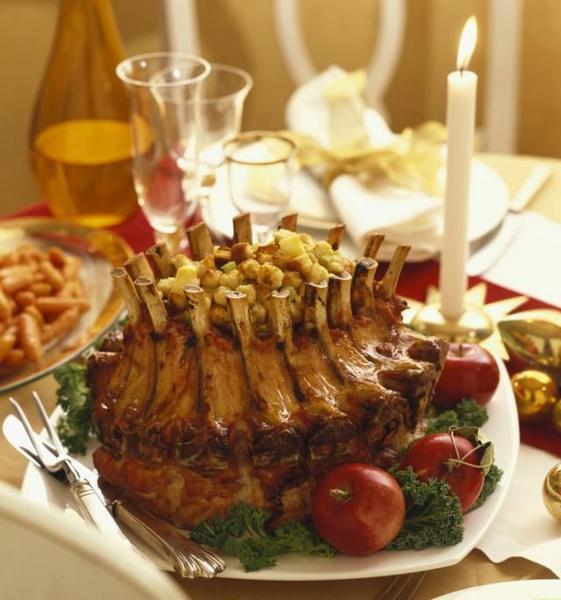 Фото Корона из свиных ребер с кукурузным хлебом