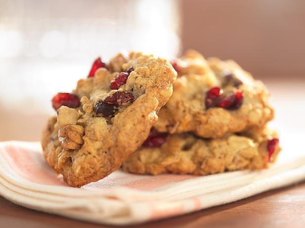 Фото Овсяное печенье с клюквой и грецкими орехами