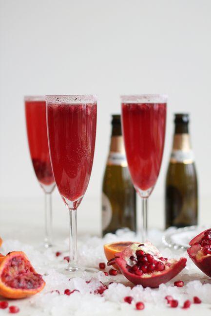 Фото Коктейль с шампанским и гранатом