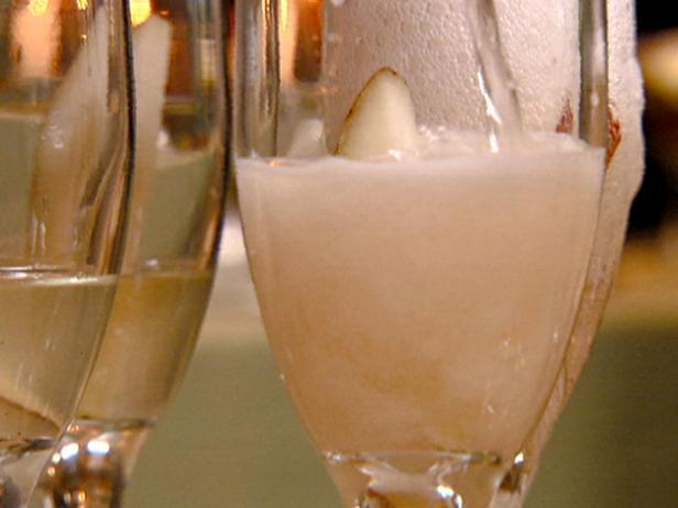 Фото Шампанское с грушевым бренди