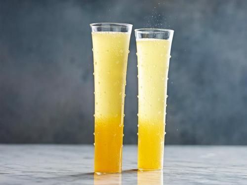 «Беллини»-коктейль с шампанским и персиковым нектаром