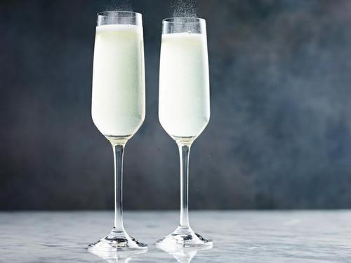 French 75-коктейль с шампанским и джином