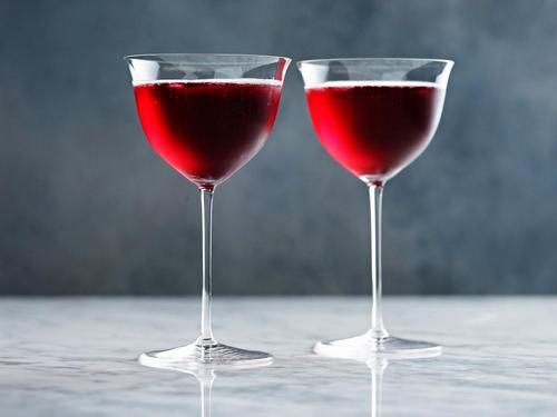 Кровь Нельсона-коктейль с шампанским и портвейном