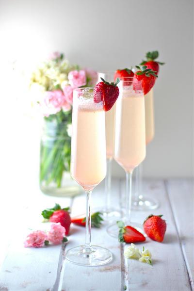 Фото Шампанское с ликером «Флер де Шампань»